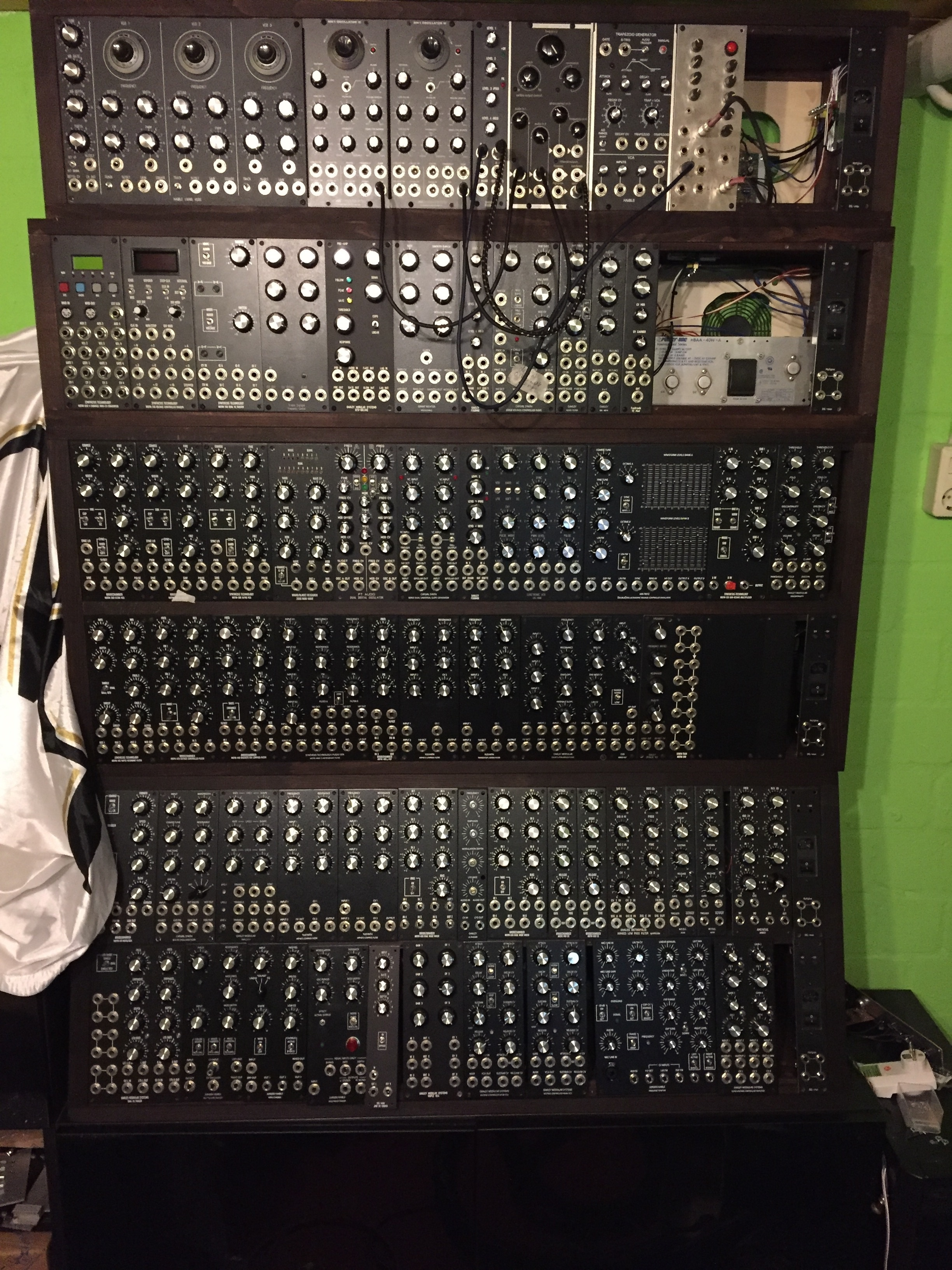 Modular in 5U projects - DIY 5U Modular Synthesizer - We